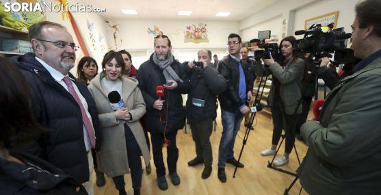 Fernando Rey, ante los medios informativos en el colegio de Golmayo. /SN