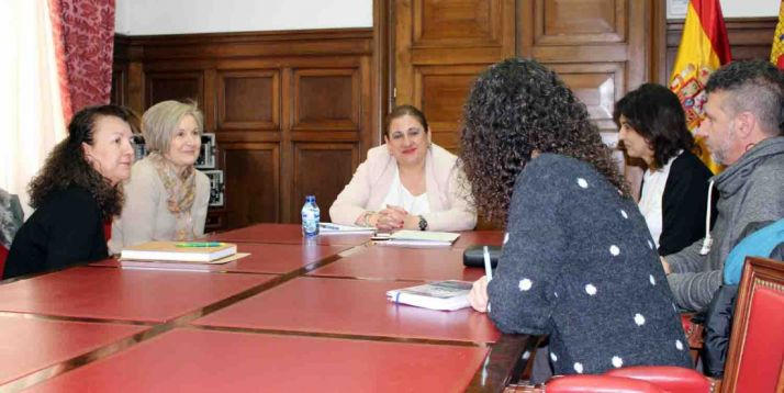 Carmen Ruiz, (izda.), Mª Cruz Garrido y Yolanda de Gregorio este miércoles. /Subdeleg.