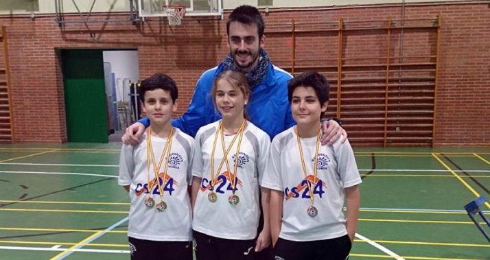Los jóvenes badmintonianos del CBS-CS24 en Tudela de Duero.