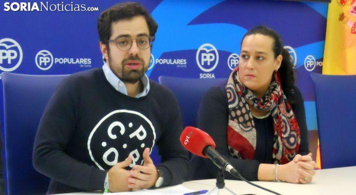 Carazo, junto a Miriam Martínez, presidenta de NN GG en Soria. /SN