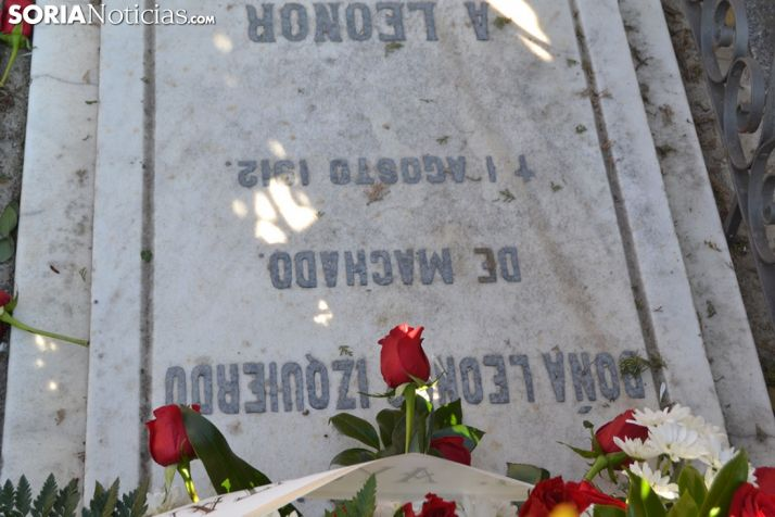 Homenaje a Antonio Machado y Odón Alonso en el Cementerio de Soria.