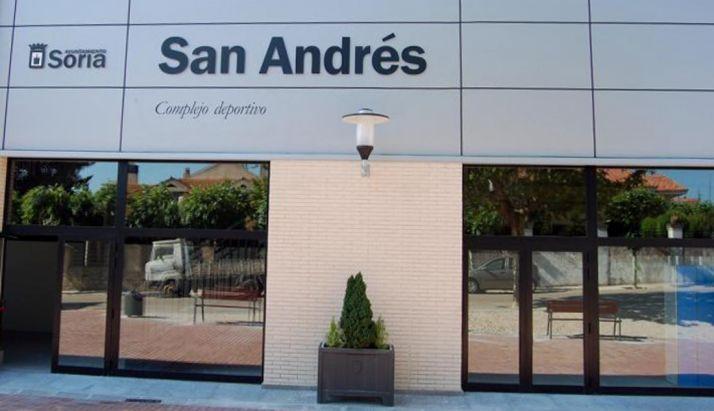 Entrada al polideportivo de San Andrés.