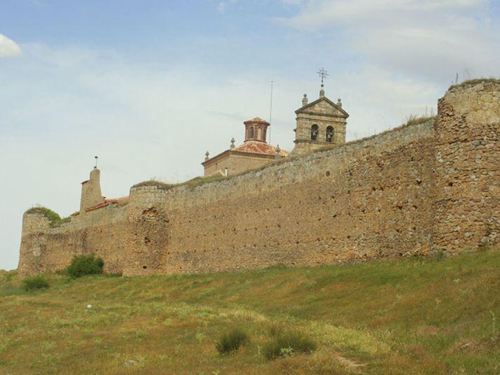 Muralla de Soria junto a la ribera del Duero