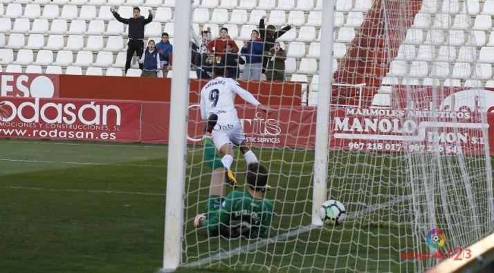 Foto 1 - El Numancia choca contra un muro en Albacete
