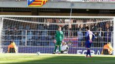Aleñá puso el 1-0 desde los 11 metros en el Mini Estadi. LaLiga.