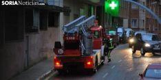 Los bomberos en un servicio en la capital. /SN