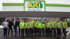Foto de familia de empleados y responsables del establecimiento.