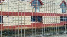 La ventana forzada, tras la verja. /SN