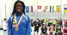 Ashley Abaga con su medalla. /CAEP