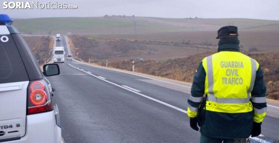Un agente en una carretera nacional de la provincia. /SN