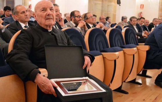 José Arranz, en el homenaje dispensado por la Caja Rural hace dos años. /DOS