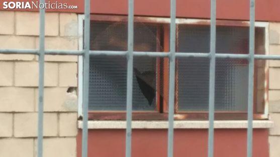 La ventana por donde han accedido los ladrones. /SN