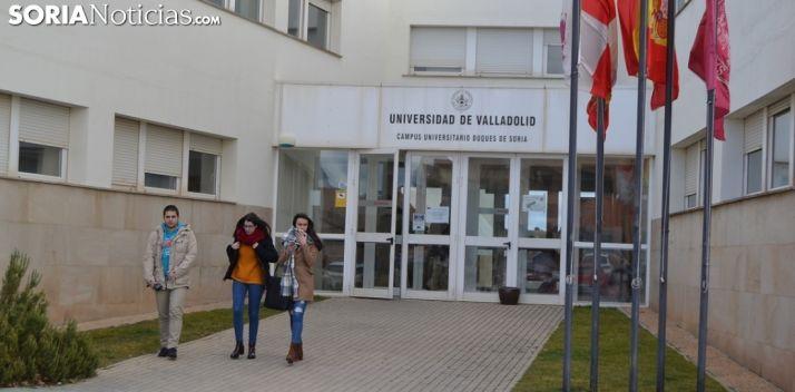 Imagen de una de las puertas de acceso al Campus Duques de Soria. /SN
