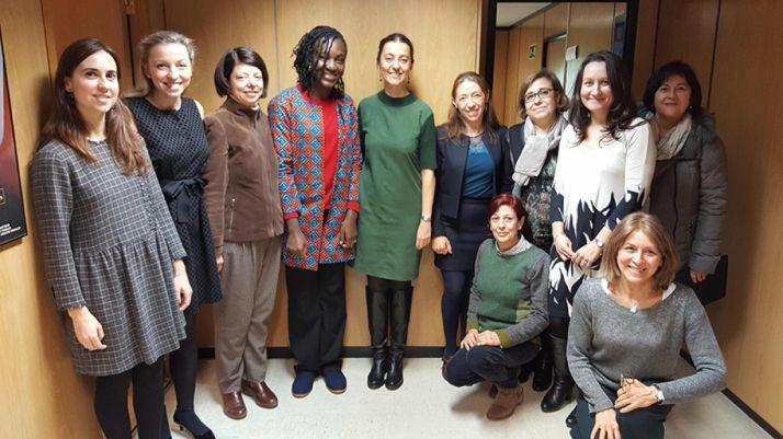 Directora de Mujer con premio Harambee