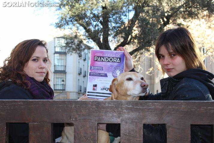 Sara Asensio y Sara Carro, en la plaza del Olivo (Soria capital). Bernat Díez.