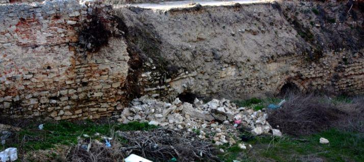 Foto 1 - Las lluvias provocan el derrumbe de un puente medieval en Ávila