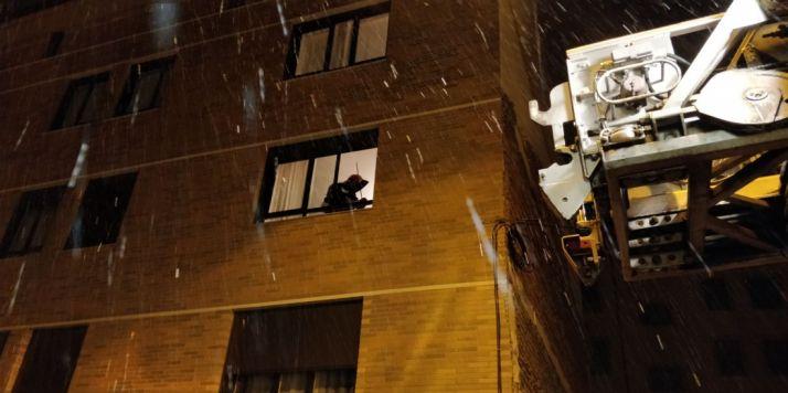Foto 2 - Amplio dispositivo en la calle Morales Contreras por una señora que no respondía