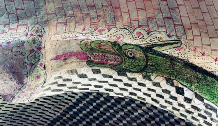 Detalle de la decoración interior de la iglesia de La Asunción, en Castillejo de Robledo.