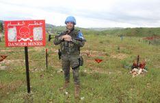 El sargento Francisco Castillo durante la custodia de una zona de minas en El Líbano.
