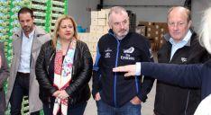 El presidente del Parlamento neozelandés, junto a la subdelegada. A la izda., el embajador.