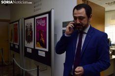 Muñoz con el cartel ganador. José Herrero