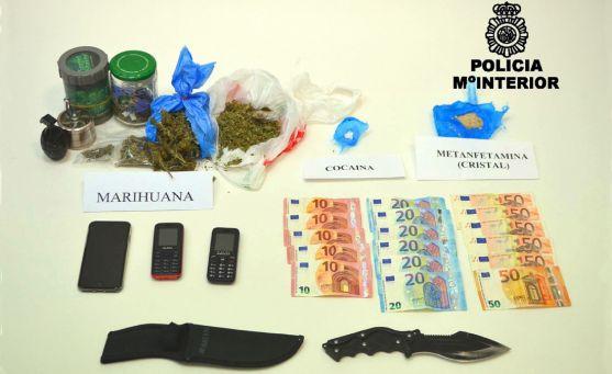 Alijo de droga, dinero y otros objetos incautados. /CNP