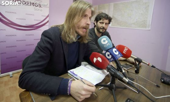 Pablo Fernández, con Jorge Ramiro, este martes en Soria. /SN