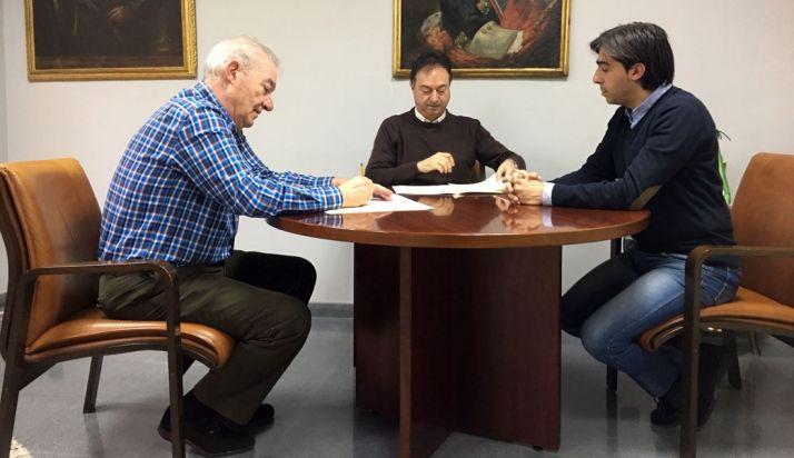 Firma del convenio entre Ayuntamiento y Banda.