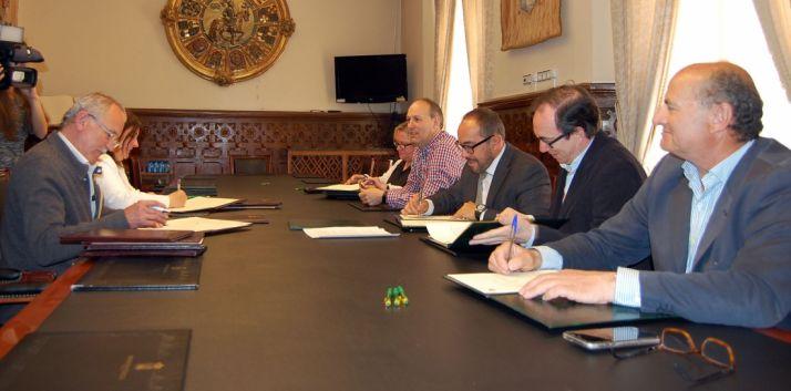Firma de convenios con los ayuntamientos.