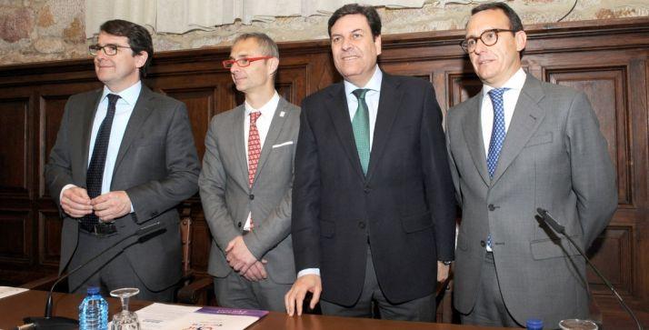 Fernández Carriedo, (2º dcha.) este jueves en Salamanca. /Jta.