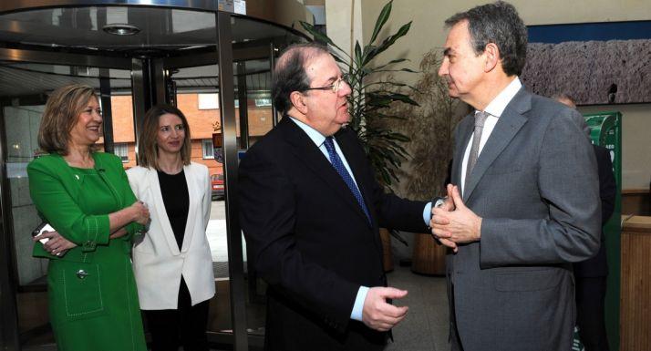 Herrera, con Rodríguez Zapatero ante las consejeras Del Olmo y García.