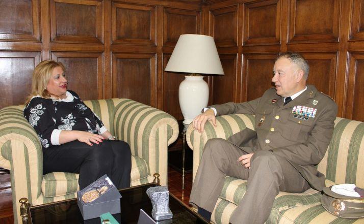 Foto 1 - La subdelegada recibe al Jefe de las Fuerzas Pesadas y Comandante Militar de Burgos, Soria y Cantabria