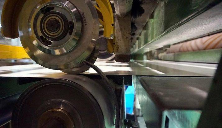 Una de las máquinas de la empresa papelera de Almazán. /Sarrió