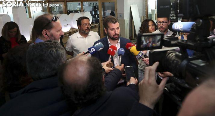 Luis Tudanca ante los medios informativos este jueves. /SN