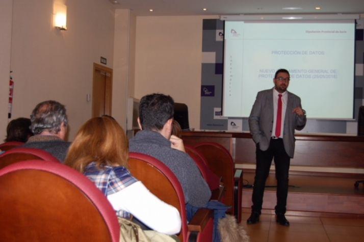 Foto 1 - Jornada informativa sobre el nuevo Reglamento General de Protección de Datos