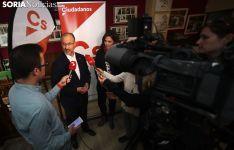 Luis Fuentes y Susana Gaspar ante los medios informativos sorianos este miércoles. /SN