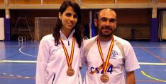 Esther Pereira y David Hernansanz con sus medallas.