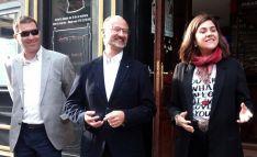 Luis Fuentes, entre el concejal burgense Eduardo de Simón y la portavoz de Cs en las Cortes Aragonesas, Susana Gaspar.