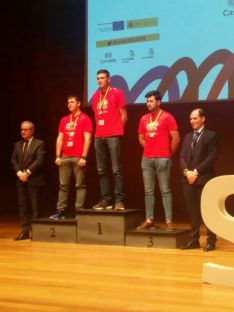 Foto 4 - Dos alumnos del Pico Frentes, galardonados en 'Skills CyL 2018'