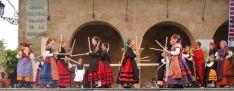 Actuación del grupo en la plaza Mayor.