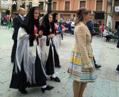 La reina y damas de fiestas en la procesión de este jueves. /Ainalb Alomar.