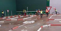 El parque infantil de tráfico habilitado en el polideportivo