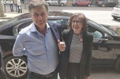 Marimar Angulo y Francisco Vázquez a la entrada del PP de Soria.