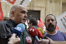Roberto Pérez (izda.), de UGT. /SN