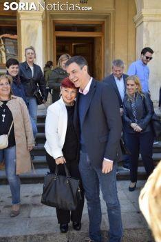 Pedro Sanchez con los medios en Soria. / José Herrero