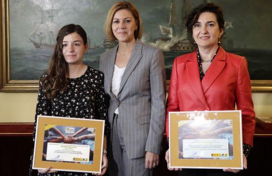 Ana María, junto a la ministra y a la directora del IES Castilla. /Jta.