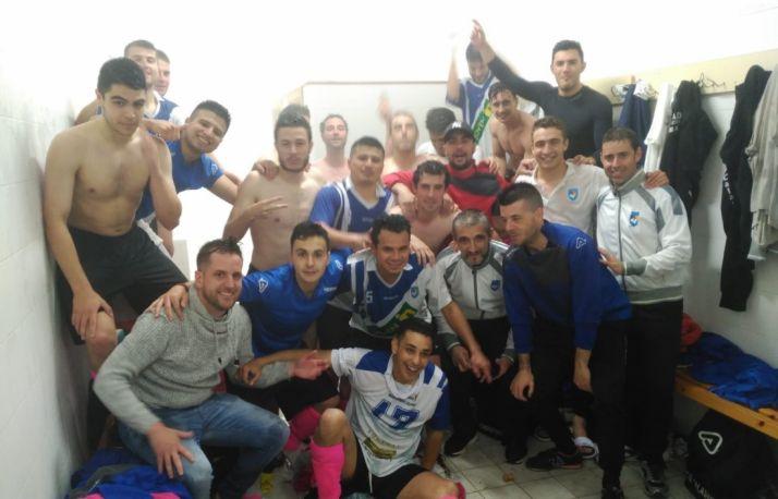 Los jugadores del Calasanz celebran el título.
