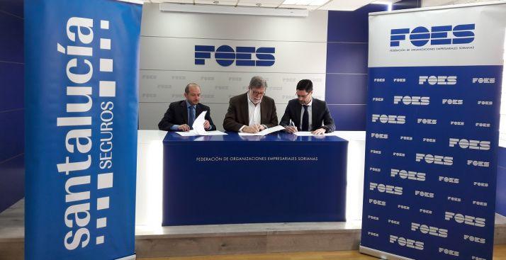 Foto 1 - FOES y Santalucía Seguros con su Agencia Exclusiva de Santa Bárbara firman un acuerdo de colaboración