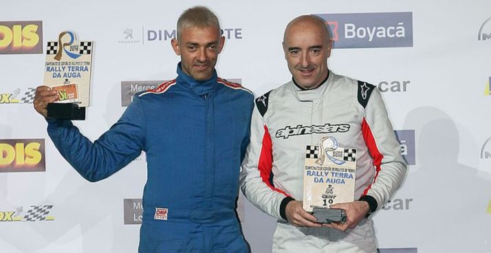 Álvaro (dcha.) y Garmendia, en lo alto del podio.