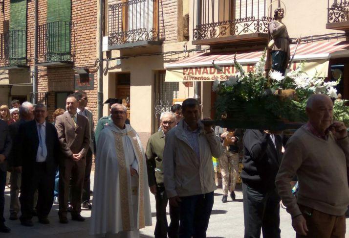 La procesión con la imagen del santo en El Burgo.
